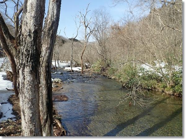 雪残る3月の長谷倉川