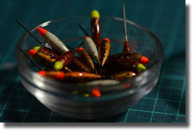 小皿にタナゴ浮き山盛り