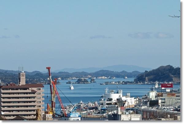 高台から見る塩釜港