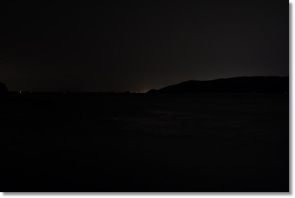 夜の牡鹿半島の漁港から見た景色