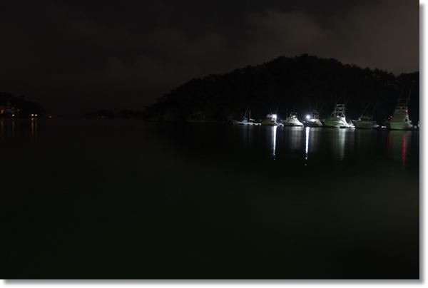 夜の松島の漁港