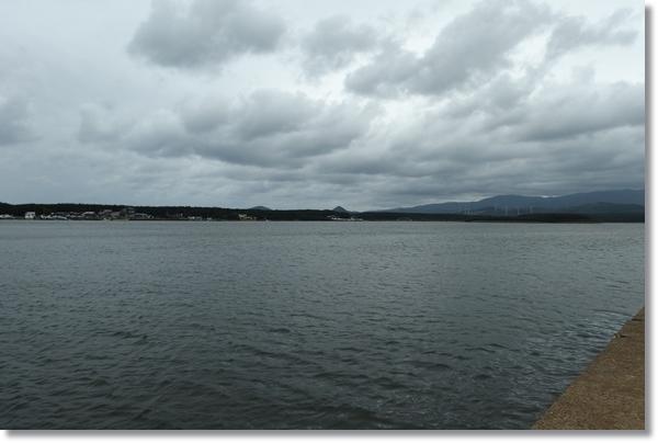 曇り空の十三湖