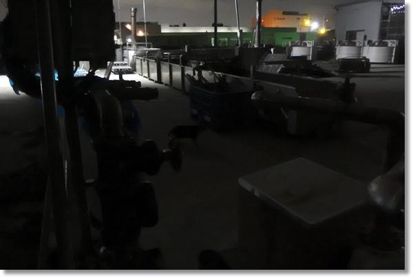 漁業器具が並ぶ夜の塩釜港
