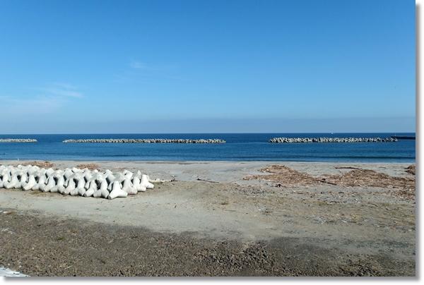 鳥の海の砂浜