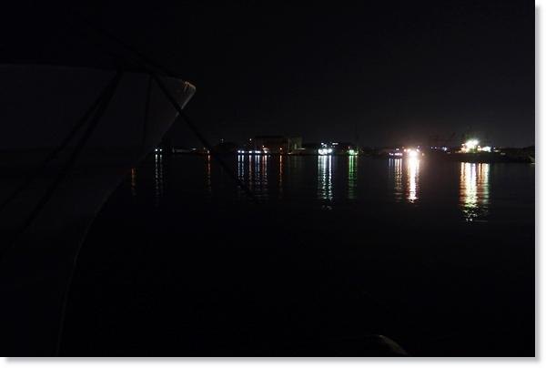 夜の塩釜港から見た景色