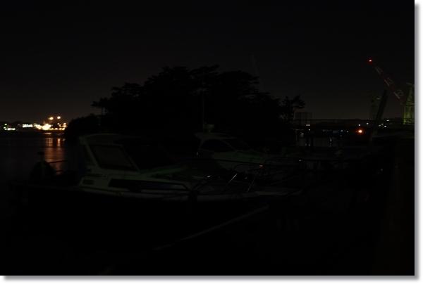 夜の塩釜港まがき島