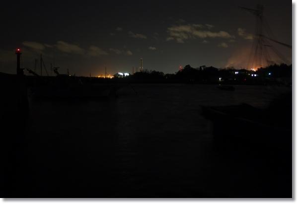 夜の七ヶ浜の漁港