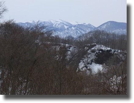 雪解けする山