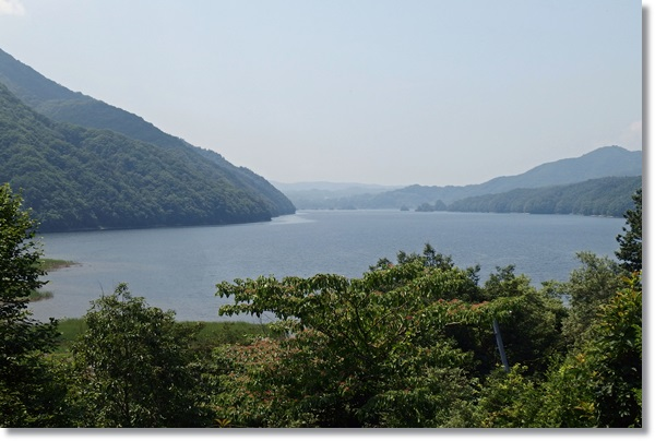 高台から眺めた桧原湖