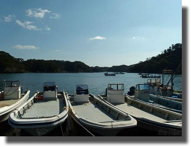 港に停泊する漁船