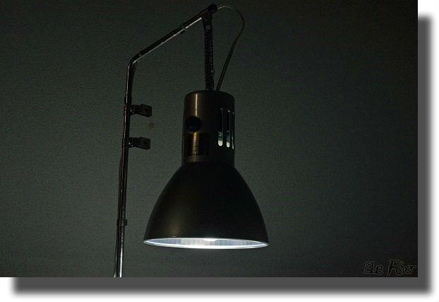 暗闇で光を放つカミハタ ヴォルテス30W
