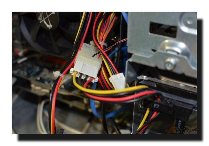 パソコン4ピンコネクター