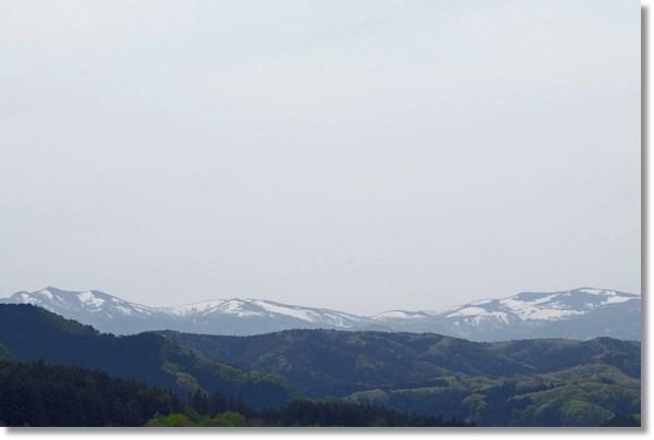 遠くに見える奥羽山脈